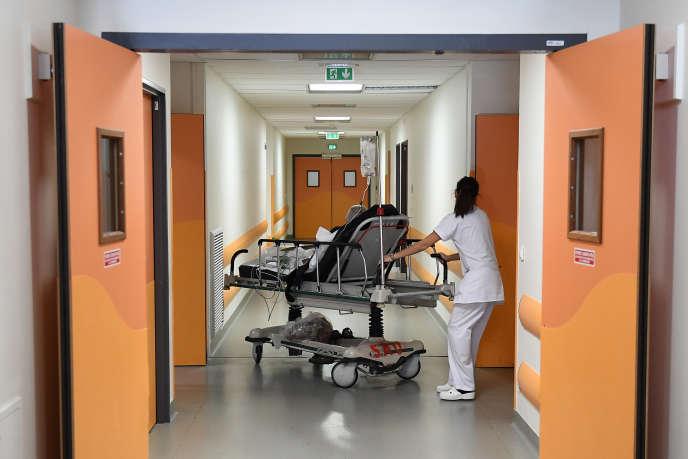 Dans les couloirs de l'hôpital de la Timone à Marseille, en janvier 2017.