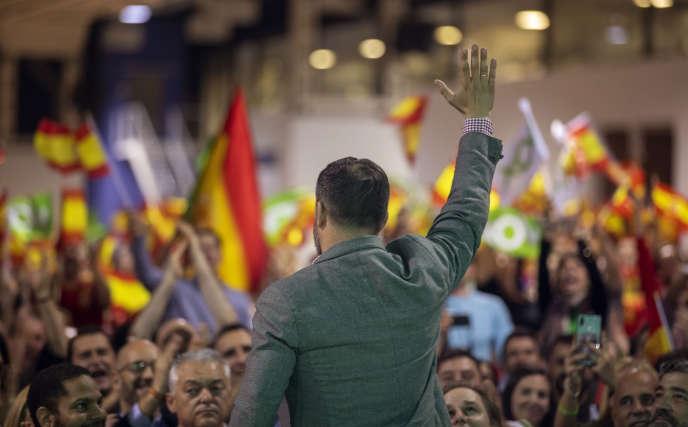 Le chef de file du parti d'extrême droite Vox, Santiago Abascal, lors d'un meeting de campagne, le 31 octobre à Barcelone (Catalogne).