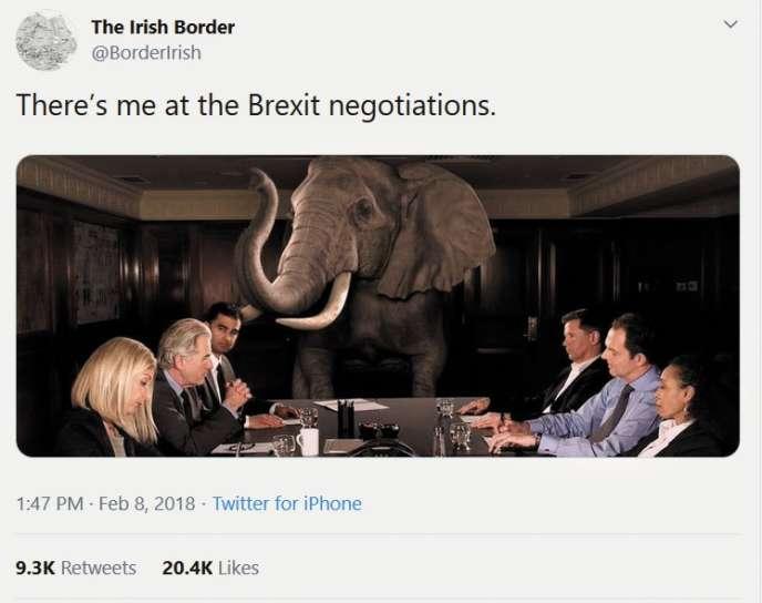 «Là, c'est moi aux négociations sur le Brexit.» Le compte @BorderIrish représente la frontière entre les deux Irlandes comme« l'éléphant dans la pièce», un sujet évident que les gens refusent de voir.