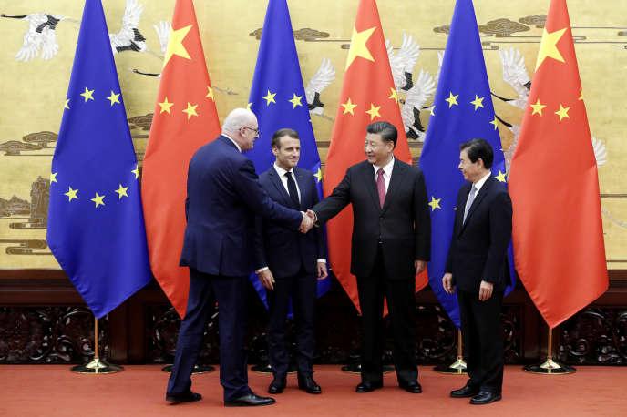 «La Chine d'aujourd'hui veut rafler la mise, toute la mise, en amenant ses partenaires européens à faire tapis» (Phil Hogan, commissaire européen à l'agriculture, le président chinois Xi Jinping, aux côtés d'Emmanuel Macron et de Zhong Shan, ministre du commerce de la Chine, à Pékin, le 6 novembre).