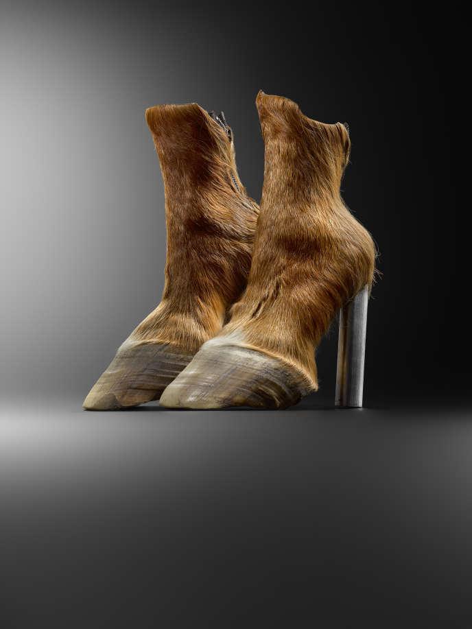 Horseshoes, Iris Schieferstein (2006).
