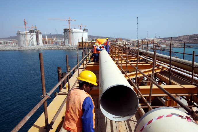 Un gazoduc de gaz naturel liquéfié à Balhaf, dans le sud-est du Yémen, au moment de la mise en service du site opéré par Total via Yemen LNG, en 2009.