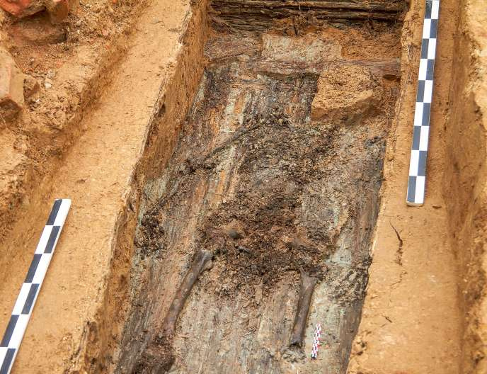 « Dès que j'ai vu un squelette qui n'avait qu'une jambe, j'ai compris que c'était notre homme », raconte la chef de l'équipe d'archéologues, Marina Nesterova.