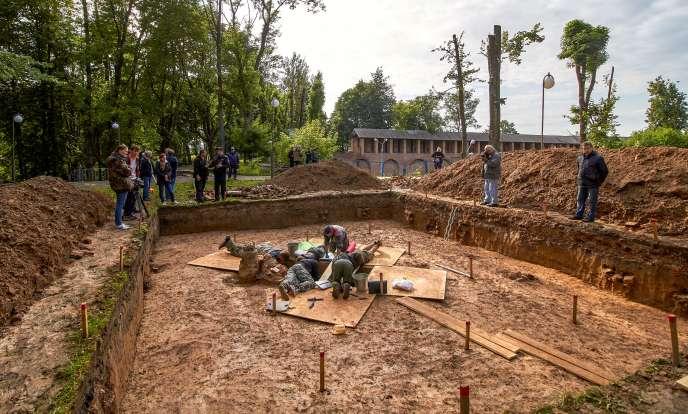 Les archéologues se lancent à la recherche de la dépouille du général en se basant sur des sources d'époque pour deviner l'emplacement de sa tombe.