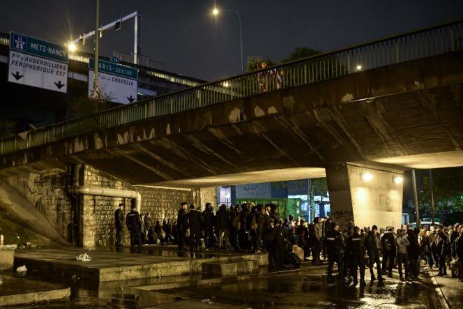 L'évacuation des migrants a commencé à 6 heures du matin, dans le nord-est de Paris, jeudi7novembre.