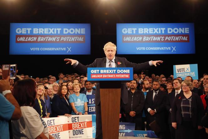 Le premier ministre britannique, Boris Johnson, lors de son premier meeting de campagne, à Birmingham (Royaume-Uni), le 6 novembre.