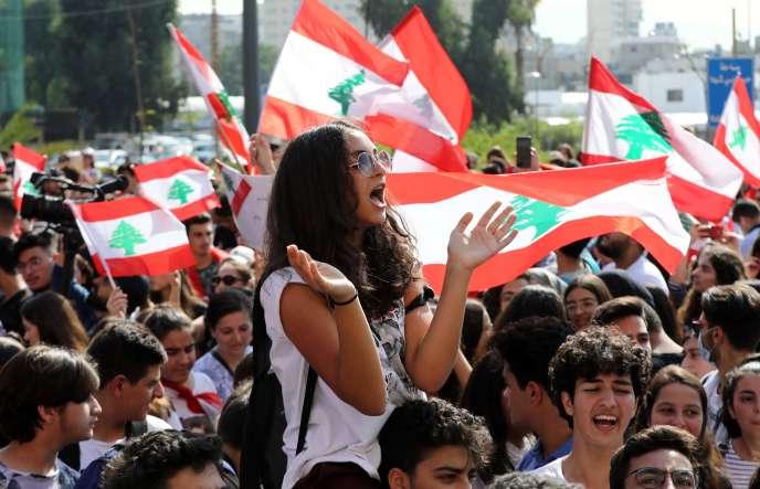 Des étudiants libanais manifestent à Beyrouth, le 8 novembre.