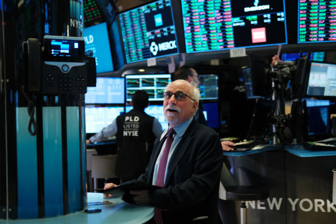 Un trader sur le plancher de Wall Street, à New York, le 4 novembre.