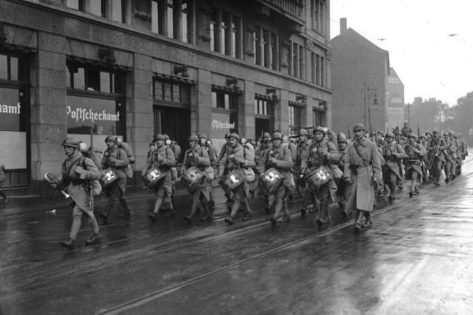 Troupes françaises dans la ville de Dortmund en 1924.