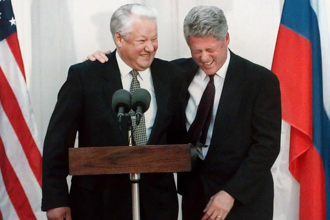Boris Eltsine et Bill Clinton, lors d'une conférence de presse à Londres, le 23 octobre 1995.