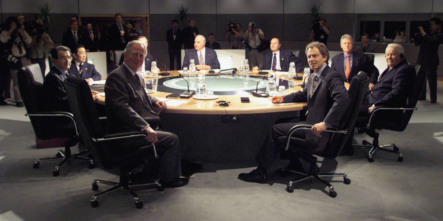 Leaders of the G8 nations look up from the table before starting the formal session of the G8 Summit May 17.  From front right are British Prime Minister Tony Blair, Russian President Boris Yeltsin, U.S. President Bill Clinton, French President Jacques Chirac, German Chancellor Helmut Kohl, Canadian Prime Minister Jean Chretien, Japanese Prime Minister Ryutaro Hashimoto, Italian Prime Minister Romano Prodi and  EC President Jacques Santer. - PBEAHUMCCAQ