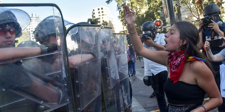 """""""Nhu cầu về một hiến pháp mới ngưng tụ các yêu cầu của người biểu tình"""""""