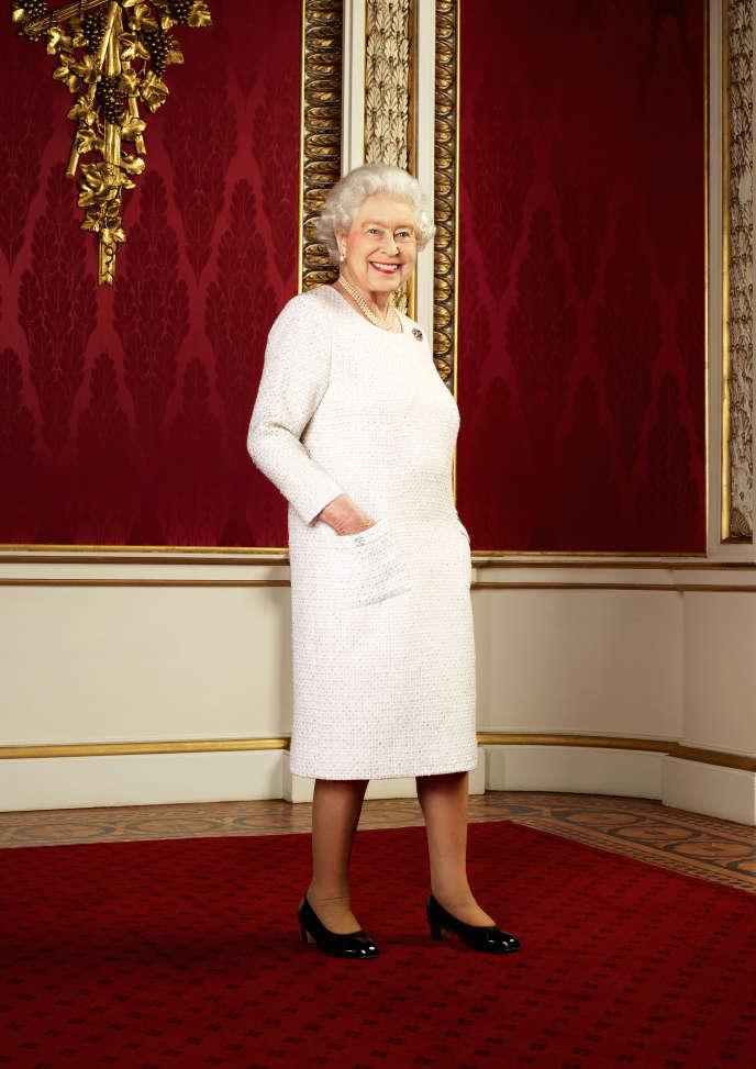Récemment réapparue dans la presse anglaise, cette photo de la reine Elizabeth II, datant de 2012, est un argument de choc pour l'attitude « no sac ».