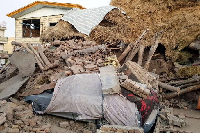 Des dégâts matériels dans le village deVarankesh, enIran, à la suite du tremblement de terre qui a touché le nord-ouest du pays.