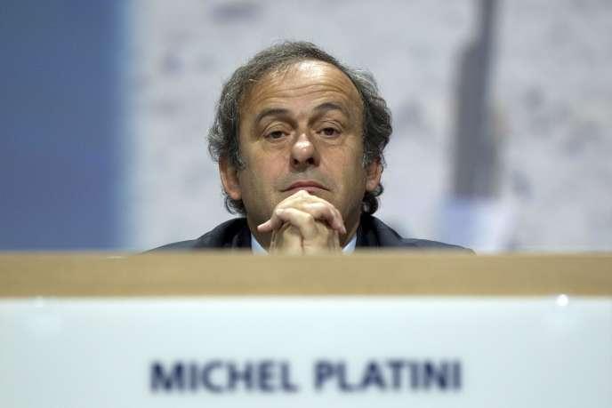 Michel Platini đã bị đình chỉ vào cuối năm 2015, trong nhiệm kỳ bốn năm, bởi Ủy ban Đạo đức FIFA về khoản thanh toán 2 triệu franc Thụy Sĩ (1,8 triệu euro) đã được thực hiện bởi người tiền nhiệm của FIFA, Sepp Blatter, năm 2011.