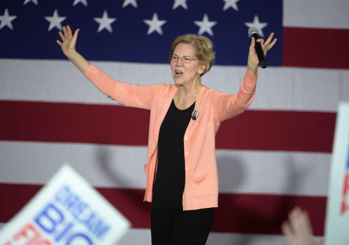 Thượng nghị sĩ bang Massachusetts Elizabeth Warren, ứng cử viên đảng Dân chủ, vận động tranh cử tại Raleigh, Bắc Carolina, vào ngày 7 tháng 11.