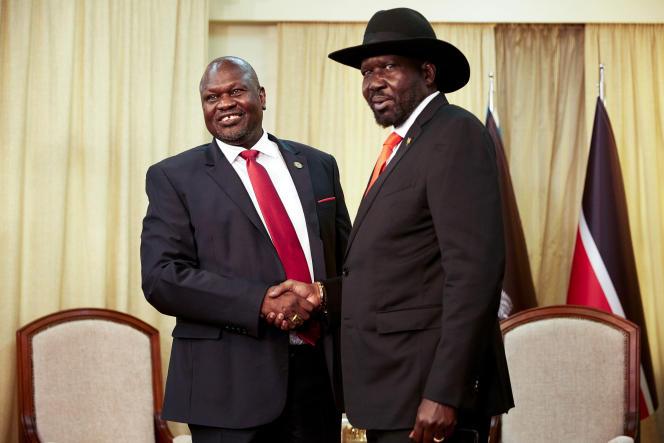L'ancien vice-président Riek Machar (à gauche) et le président du Soudan du Sud Salva Kiir, à Juba, le 19 octobre 2019.