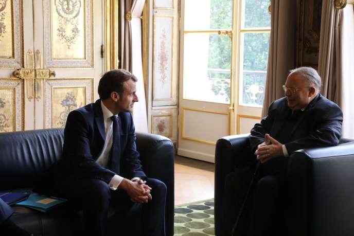 Le président Emmanuel Macron rencontre le président du Conseil français du culte musulman, Dalil Boubakeur, à l'Elysée, le 28 octobre.