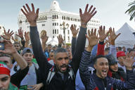 Manifestants, lors du trente-septième vendredi de mobilisation d'affilée à Alger, le 1ernovembre.