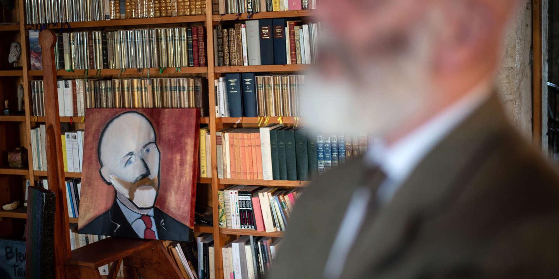 Renaud Camus tại nhà riêng ở lâu đài Plieux, ngày 14 tháng 10 năm 2019. Ảnh: Ulrich Lebeuf / Myop cho Le Monde