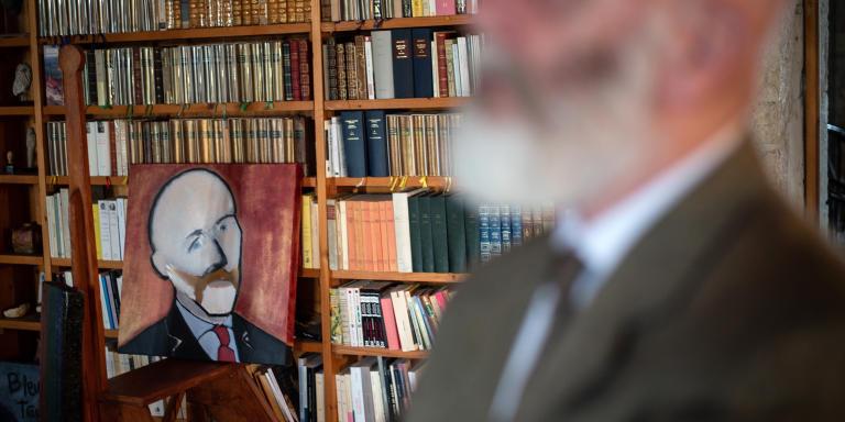 Renaud Camus chez lui au château de Plieux, le 14 octobre 2019. Photo: Ulrich Lebeuf / Myop pour Le Monde