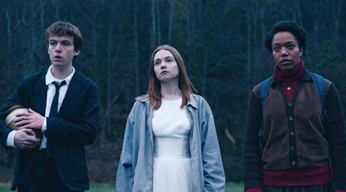 """Alex Lawther, Jessica Barden và Naomi Ackie trong loạt phim Charlie Covell, """"Sự kết thúc của thế giới""""."""