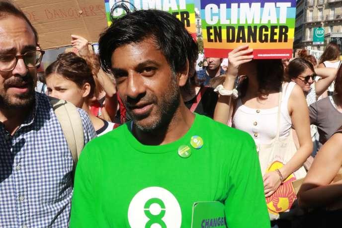 Vikash Dhorasoo lors d'une marche pour le climat à Paris, le 21 septembre.