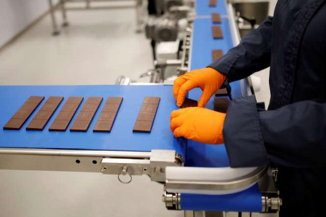 Des barres de chocolat dérivées du cannabis sont produites dans une usine deCanopy Growthà Smiths Falls, Ontario, Canada, le 29 octobre.