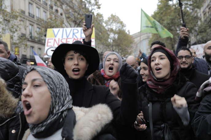 Tại Paris, ngày 10 tháng 11.