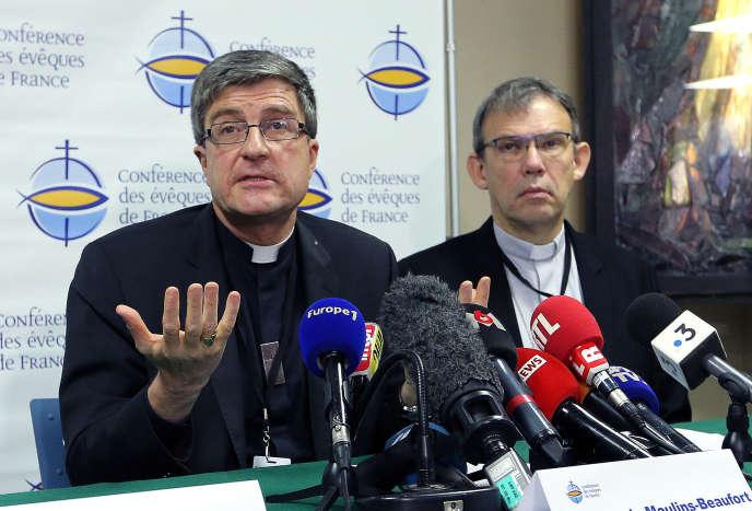 Eric de Moulins Beaufort (à gauche), président de la Conférence des évêques de France, le 9 novembre à Lourdes.