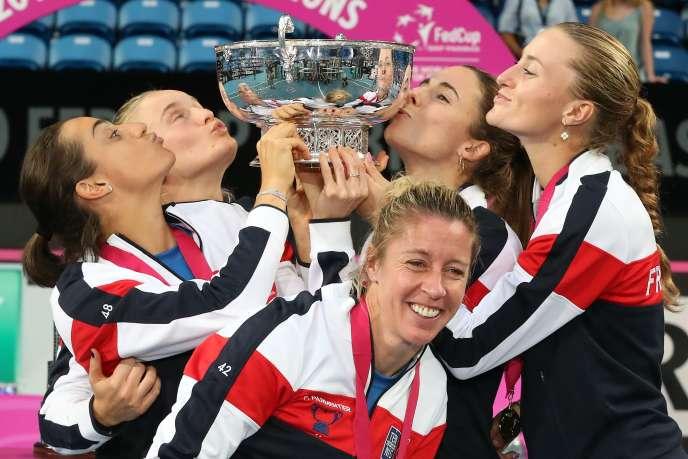 Kristina Mladenovic et Caroline Garcia ont offert la victoire à la France en remportant leur double contre les Australiennes.
