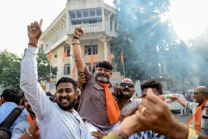 Des hindous de l'organisation d'extême droiteVishva Hindu Parishad célèbrent la décision de la Cour suprême, le 9 novembre àAhmedabad, Inde.