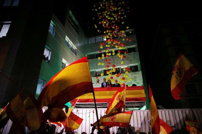 Santiago Abascal, leader du parti d'extrême droite Vox, célèbre les résultats des élections avec ses partisans àMadrid, le 10novembre.