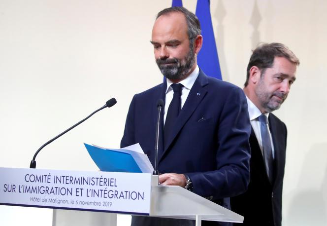 Le premier ministre Edouard Philippe et le ministre de l'intérieurChristophe Castaner le 6 novembre à l'Hôtel Matignon, lors de la conférence de presse sur l'immigration.