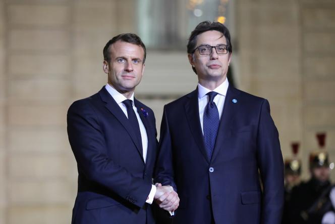 Le président français, Emmanuel Macron, et son homologue de Macédoine du Nord, Stevo Pendarovski, le 11 novembre à l'Elysée.
