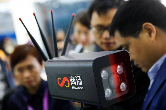 Sur le stand de la société technologique chinoise SenseTime, lors d'une exposition consacrée à la sécurité publique, à Pékin, en octobre 25018.