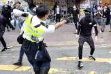Tirs à balles réelles et homme brûlé vif: journée chaotique à Hongkong
