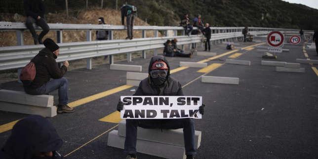 En Catalogne, les indépendantistes devant d'une courte tête