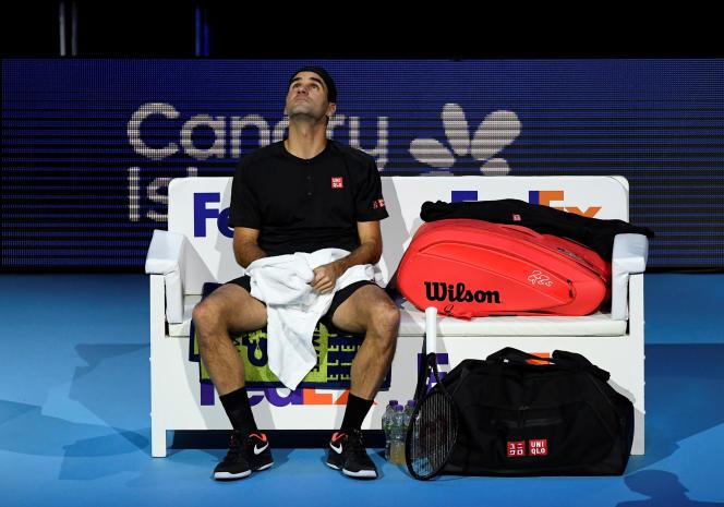 Roger Federer a battu, mardi 12 novembre, l'Italien Matteo Berrettini, en l'emportant en deux sets 7-6 (2), 6-4.