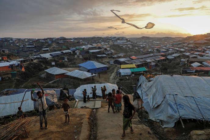 Camp de réfugiés rohingya en décembre 2017 à Cox's Bazar, au Bangladesh, pays voisin du Myanmar, où dix mille personnes issues de la minorité musulmane birmane ont déjà été tuées depuis octobre 2016.