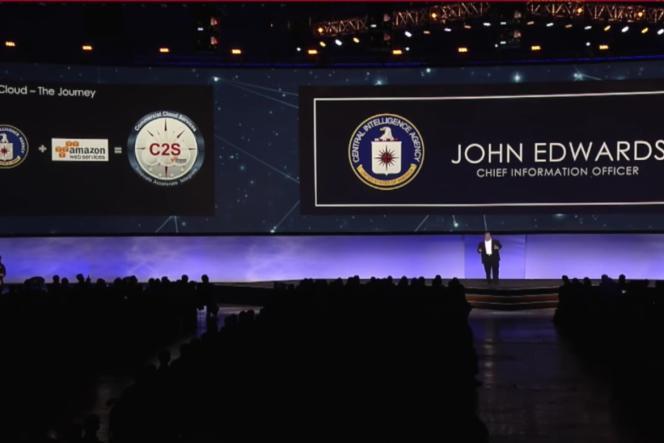 John Edwards, un responsable de la CIA, intervient lors d'un sommet organisé par la filiale d'Amazon AWS, en juin 2017.