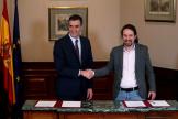 Le premier ministre espagnol, Pedro Sanchez (PSOE) et le leader de Podemos, Pablo Iglesias, le 12 novembre à Madrid.