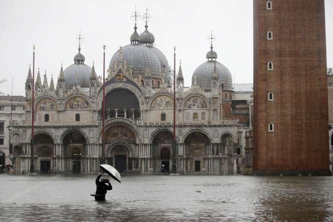 La place Saint-Marc, à Venise, en Italie, le 12 novembre.