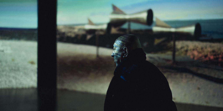 Paris, Centre Georges Pompidou, le 9 novembre 2019. Visite de l'exposition Christian Boltanski en sa compagnie. Sur la photo : Christian Boltanski devant Misterios, 2017.
