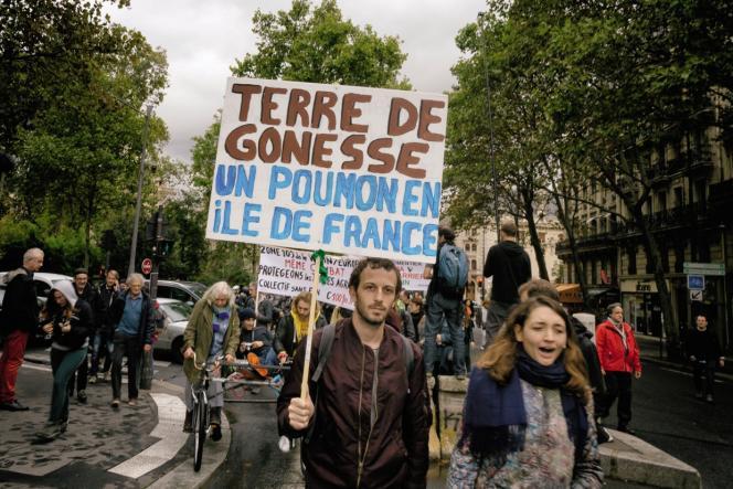 Manifestation pour la defense des terres de Gonesse et contre le projet Europacity, à Paris, le 5 octobre 2019.