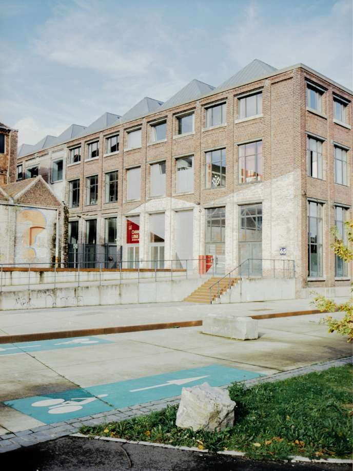 Le bâtiment Champ Libre, situé à la Tossée,à Tourcoing, ancienne filature, abrite aujourd'huiles locaux logistiquede Vestiaire Collective.