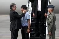 L'ancien président bolivien Evo Morales accueilli par le chef de la diplomatie mexicaine,Marcelo Ebrard,le 12 novembre à Mexico.