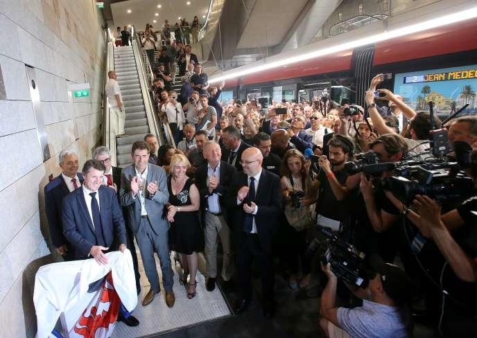 Le maire de Nice, Christian Estrosi, inaugure une nouvelle ligne souterraine de tramway à la station Jean-Médecin à Nice, le 28 juin.