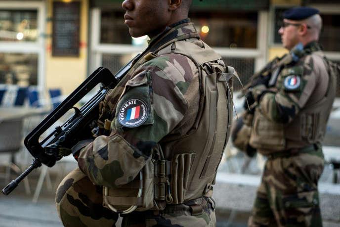 Militaires de l'opération« Sentinelle», à Lyon, le 27 février.