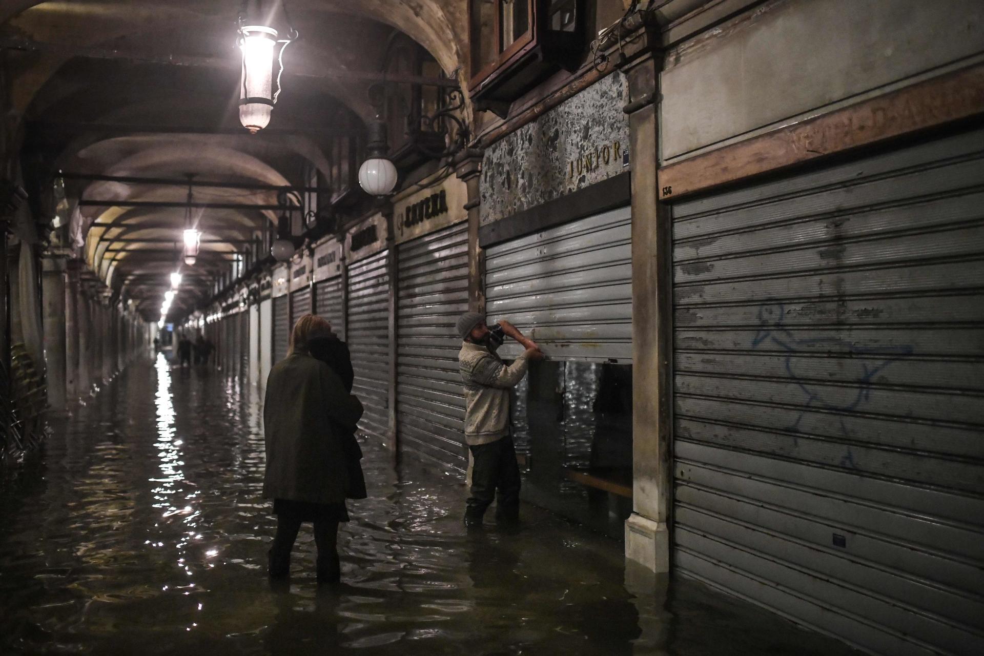 C'est la deuxième plus haute marée enregistrée à Venise depuis le début des relevés, en1923, derrière celle de 1,94mètre observée le 4novembre1966.